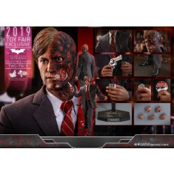 Hot Toys Batman The Dark Knight 1/6 Scale Two Face 2019 Toy Fair Exclusive